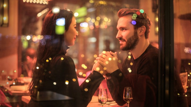 7 Ways to Have a Memorable Date after Meeting Someone Online